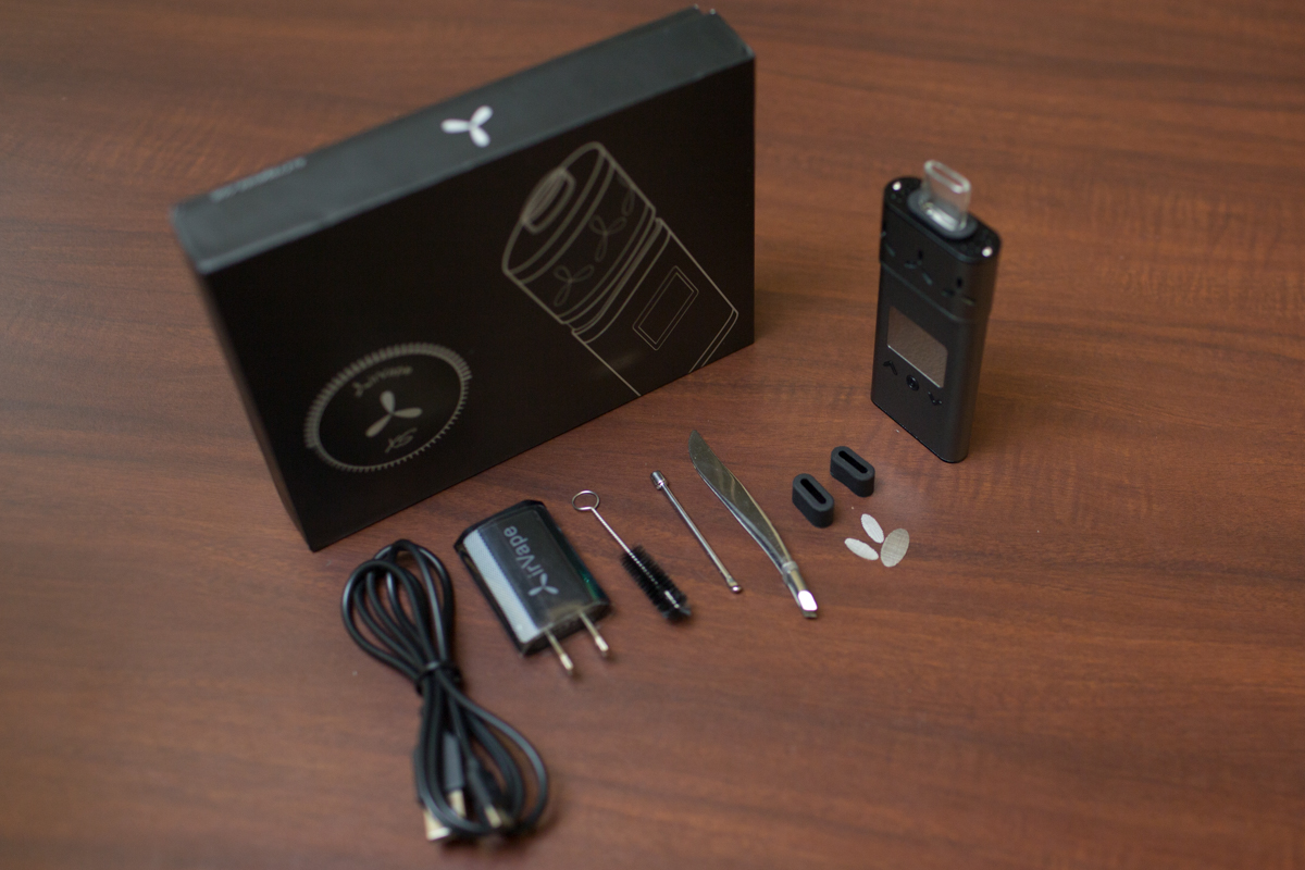 The AirVape Xs with accessories